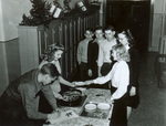 1944 lunch serving line